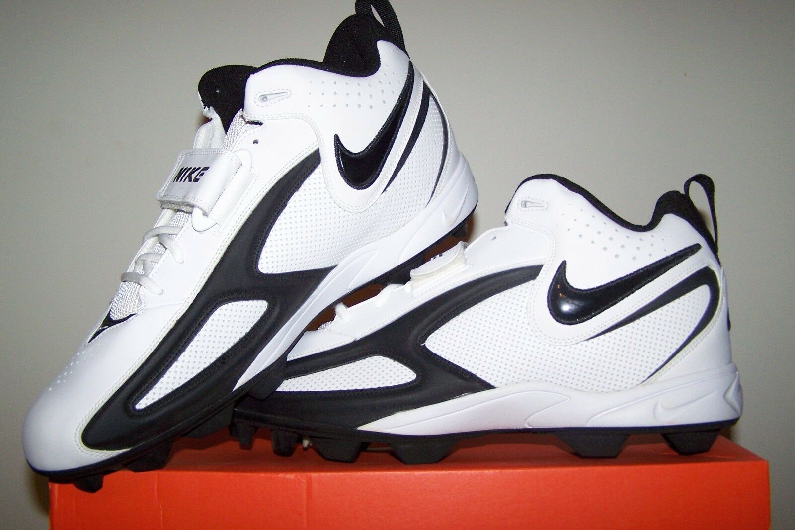 hommes Taille 15 New Blade II Shark blanc Football Cleats with noir Trim