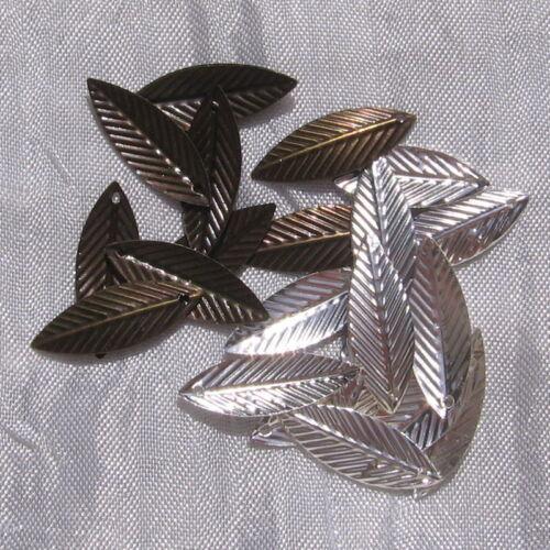 40 breloques feuilles filigranes AU CHOIX pendentif métal Argenté ou Bronze 21mm