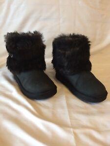 71fc3802e08 Kids Ugg Ellee Leather Black Boots S/n 1008178K US Size 1 | eBay