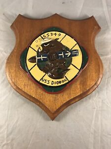 VINTAGE-USS-DIODON-SS349-MILITARY-PLAQUE-SUBMARINE-METAL-on-WOOD