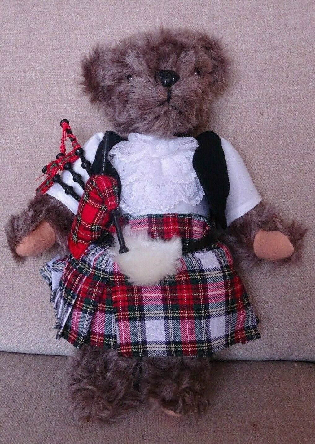 Hand made Jointed  Kleided Dog in Kilted Formal Kleid