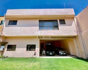 Lomas de Tetela - Casa con uso de suelo para oficinas en venta