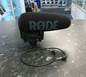 R-DE-VideoMic-Pro-Compact-Directional-On-camera-Microphone