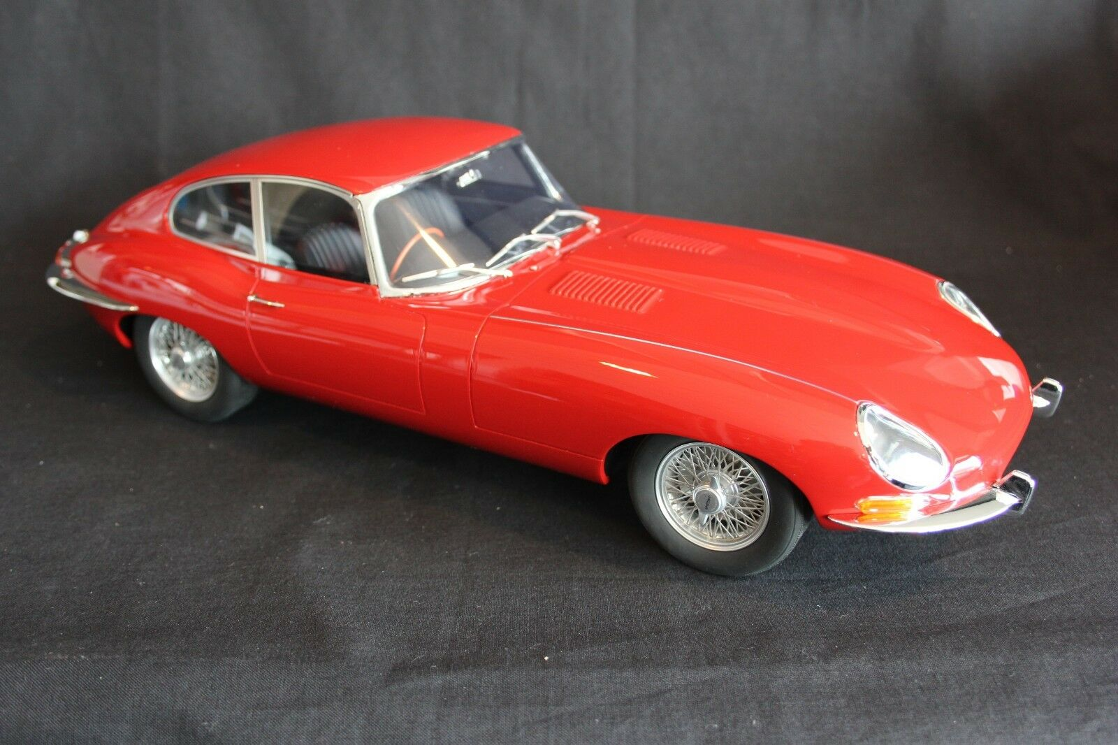 GT Spirit Jaguar E-type 1 12 red