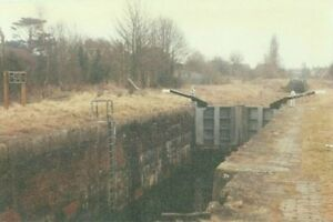 PHOTO-BLACK-HORSE-LOCK-NO-48-KENNET-AND-AVON-CANAL-DEVIZES-IN-1985