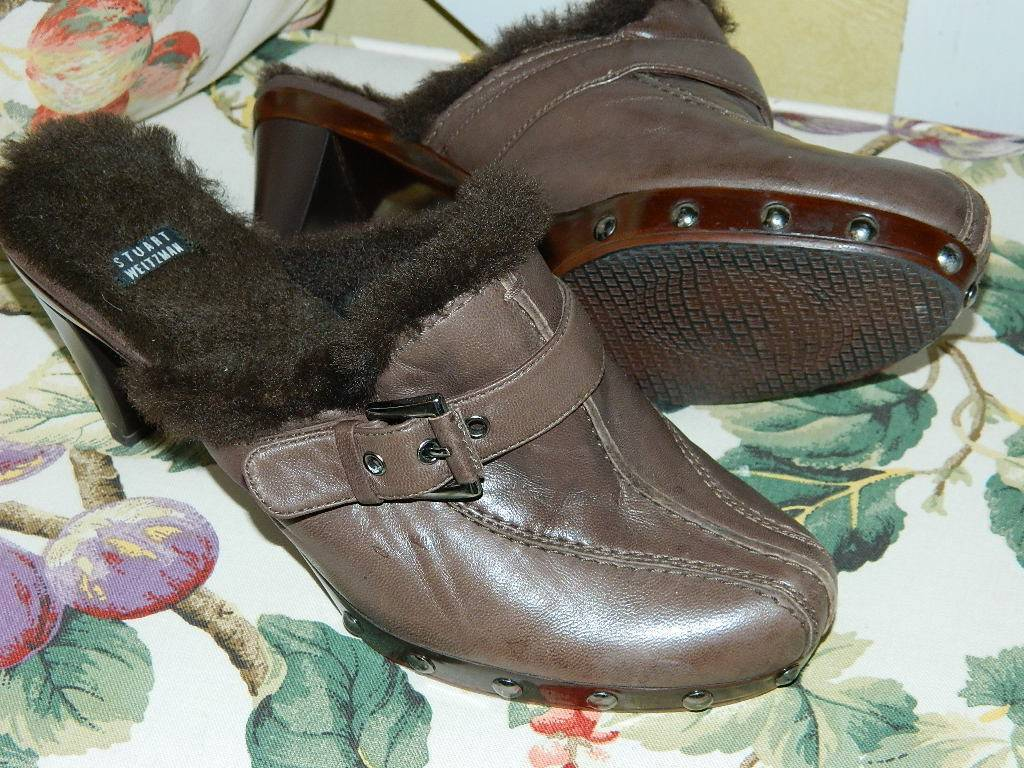 STUART WEITZMAN BROWN LEATHER STUDDED SHEARLING LINED CLOGS MULES SZ 8.5