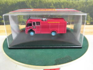 OXFORD-Bedford-TK-Chipperfields-Circus-Fire-Engine-1-76-76FIRE001