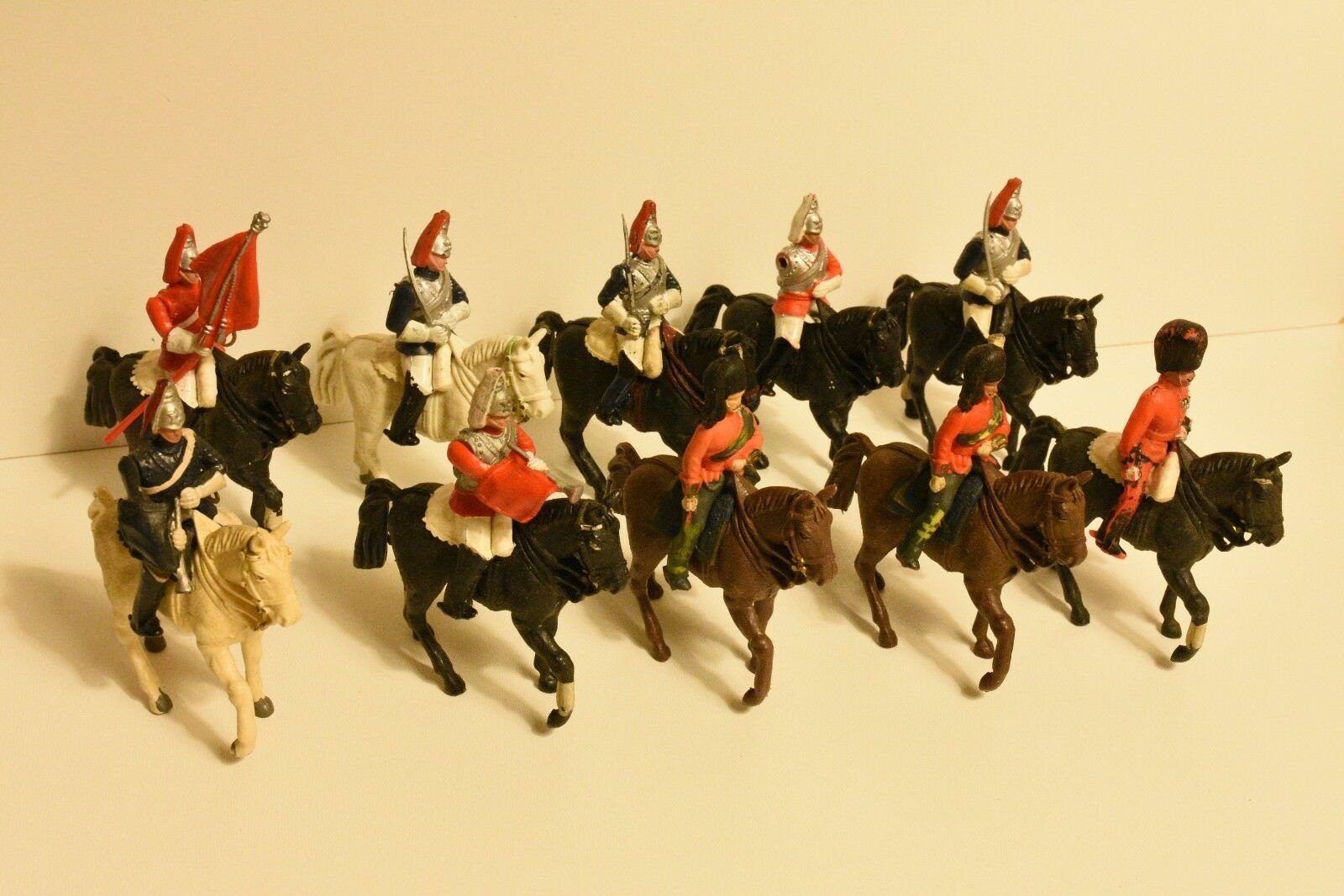 Vintage Britains Royal Guards Coldstream Lifeguards Plastic Toy Soldiers 1 32