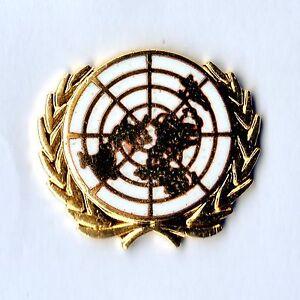 White-Enamel-amp-gilt-metal-Lapel-Badge-UNITED-NATIONS