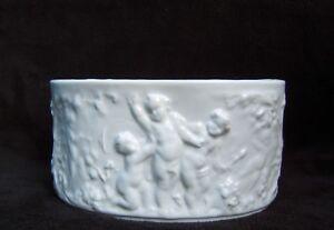 ancienne-petite-jardiniere-porcelaine-blanche-decor-d-039-angelots-ange-cherubin