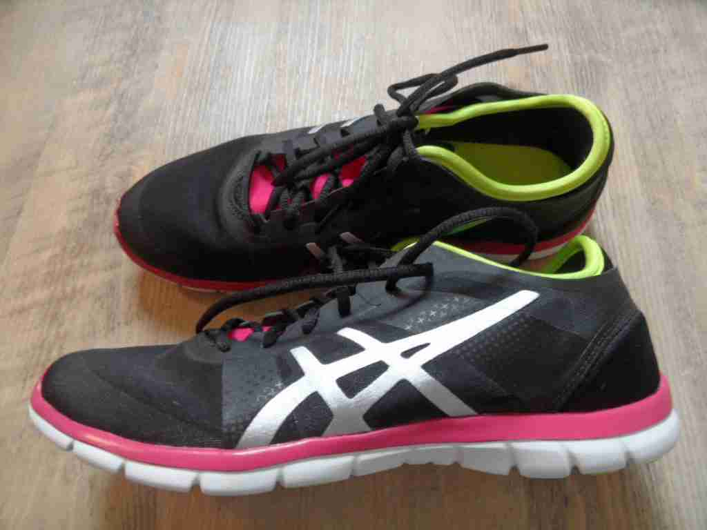 ASICS coole Sneakers GEL-FIT NOVA black Neon Gr. 39,5 w. NEU PN217