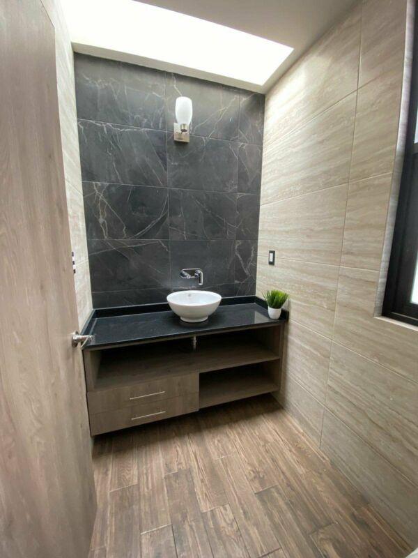 Venta casa en fraccionamiento con bonitos acabados cerca de plaza Explanada