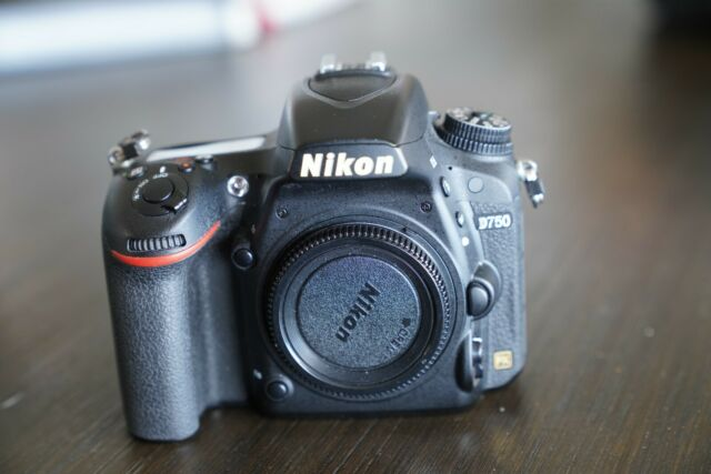 Nikon D750 24.3 MP Digital SLR Camera - Black (Body Only)++shipping from JAPAN++