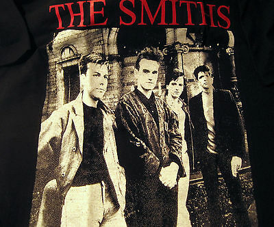 BRAND NEW THE SMITHS T SHIRT ~ RED LETTERING W / BAND PHOTO ~ BLACK ~ MEDIUM