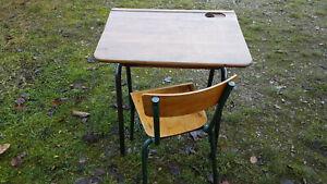 Schultisch mit Stuhl