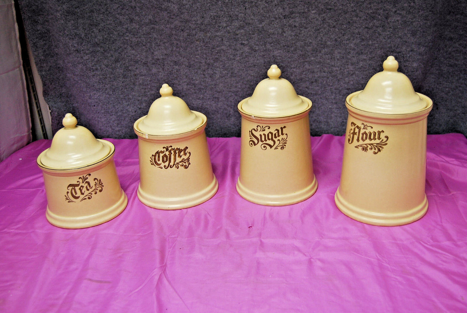 Pfaltzgraff 8 Piece Canister Set Village Pattern  Made Made Made in USA  L2586 2bdd20