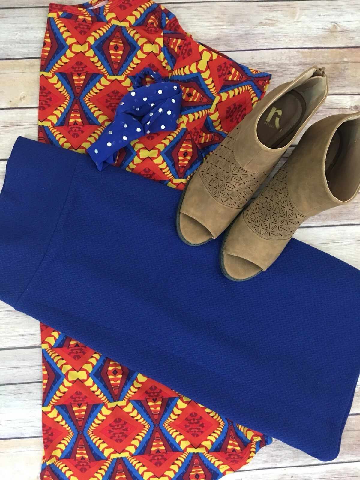 Ladies LuLaRoe, NWT, outfit - L Classic Tee and M Cassie Skirt