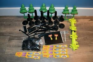 ARTIN 1/43 SCALE SLOT CAR TRACK SUPPORTS CLIPS GUARDRAILS TREES SIGNS LOT