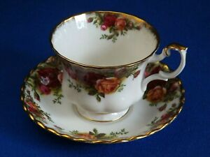 ROYAL-ALBERT-OLD-COUNTRY-ROSES-TEA-CUP-amp-SAUCER-BONE-CHINA-ENGLAND