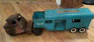 Vintage-1960-039-s-Structo-Vista-Dome-Horse-Van-and-unmatched-vintage-1940-50-039-s-cab