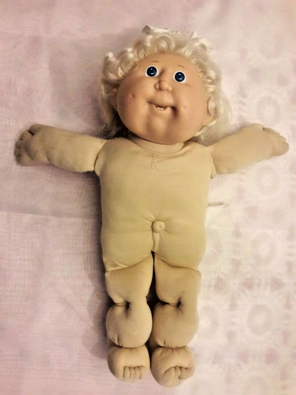 Vintage Signed Xavier Roberts Little People 1978-1983 Cabbage Patch Doll.