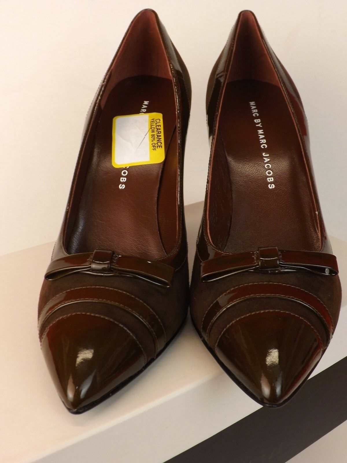 NIB MARC MARC BY MARC MARC JACOBS BROWN SUEDE PATENT LEATHER BOW POINTY TOE PUMPS 38  395 5a4b0f