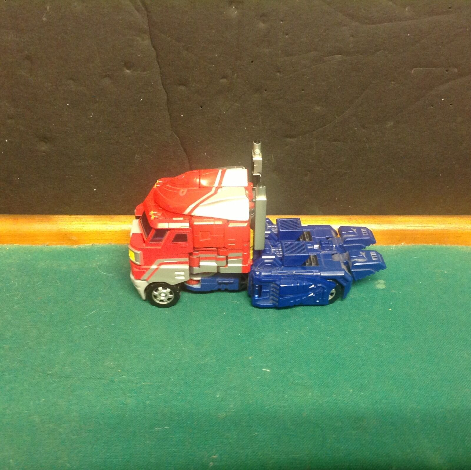 Convoy 2006 Transformer Optimus Prime scarce