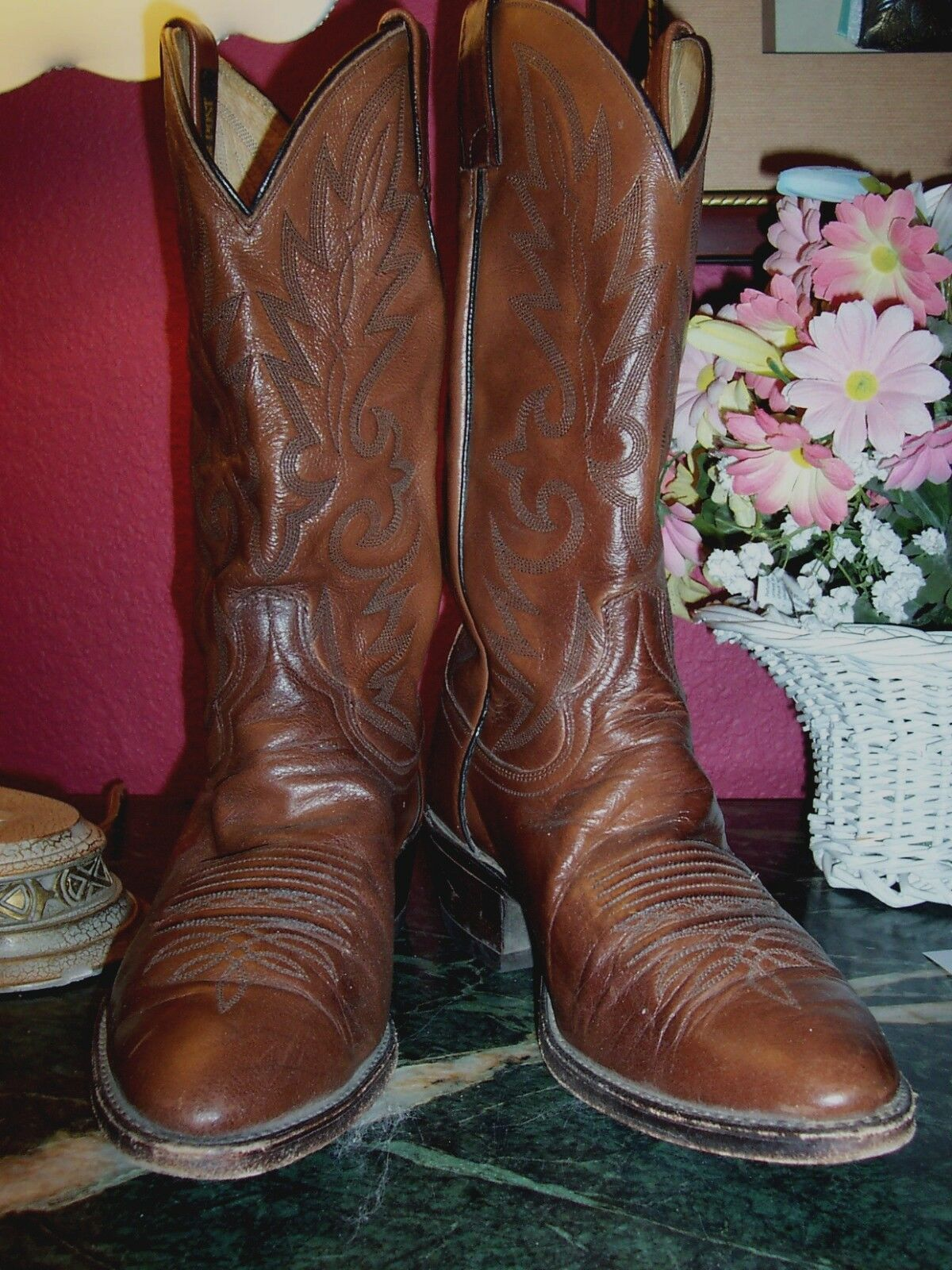 DAN POST USA 9.5D brown leather western cowboy boots in very good condition