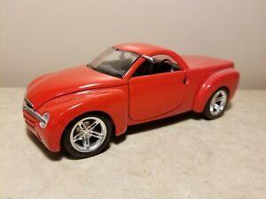 Maisto-2000-Chevrolet-SSR-1-25-Scale-Die-Cast