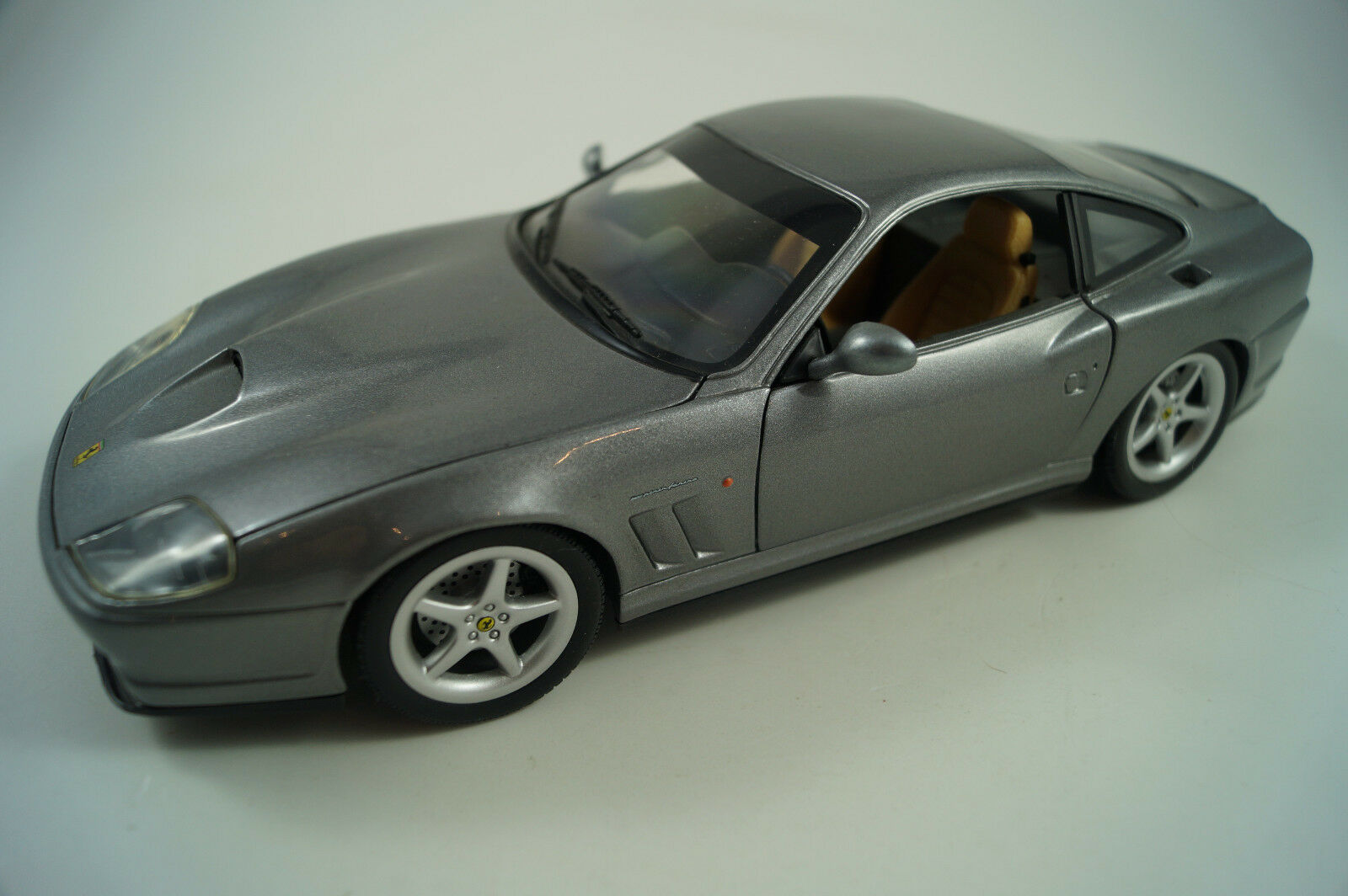 HOT WHEELS voiture miniature 1 18 Ferrari 550 Maranello