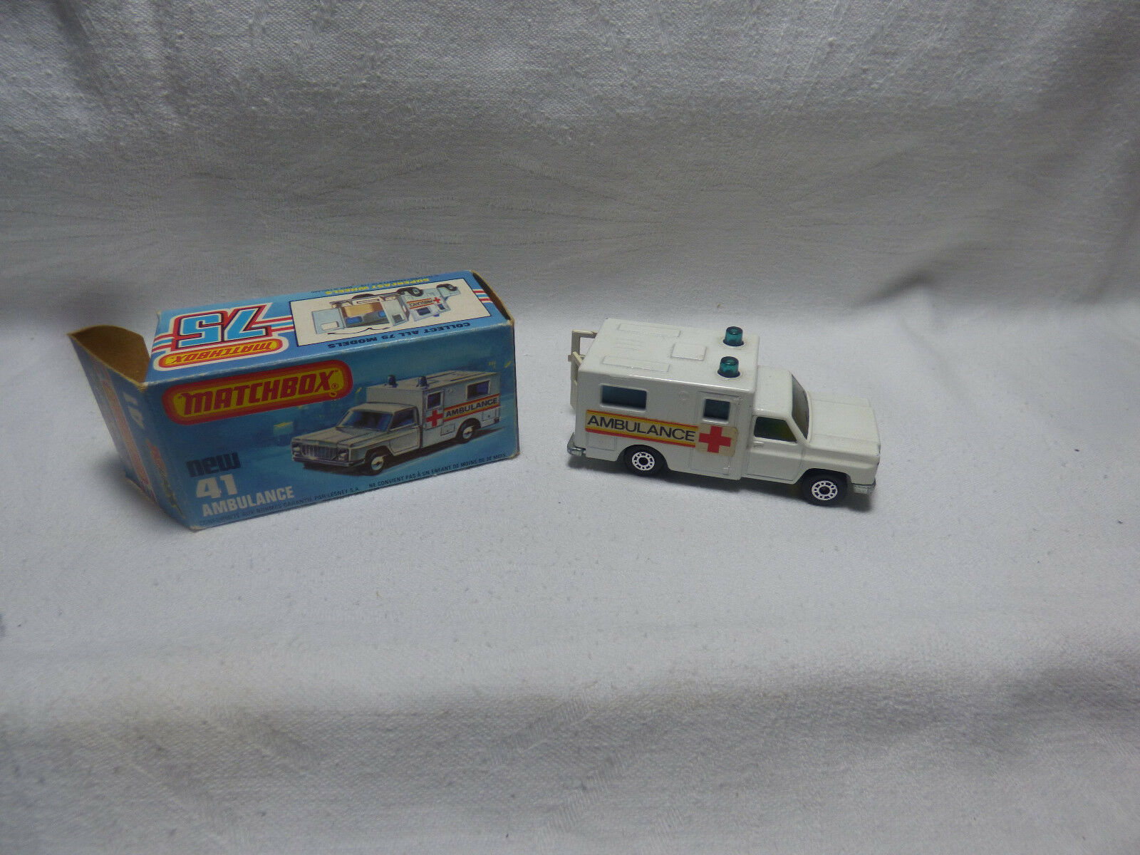 Matchbox Superfast-MB 41 Ambulance  rouge Cross Made in England-Boxed -  plus d'escompte
