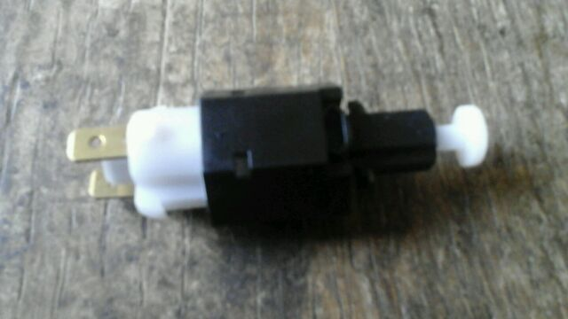 Vauxhall Astra Cavalier Frontera Vectra Brake light switch 51720