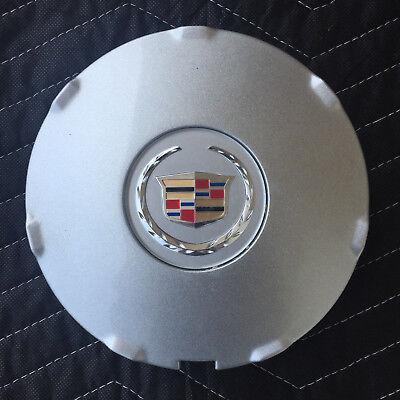 "2008-2009 CTS 17 /"" ALUMINUM WHEEL CENTER HUB CAP W//CREST AND WREATH 9596626"