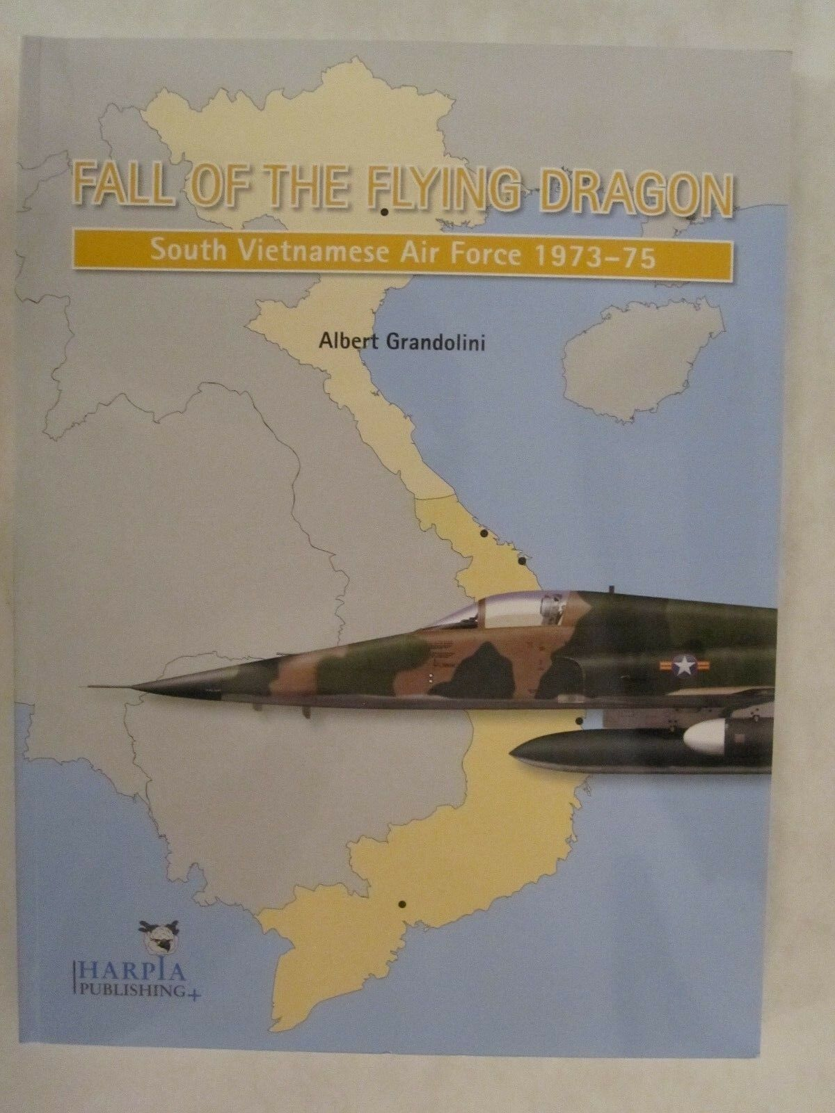 Book  South Vietnamese Air Force 1973-75 - color Profiles - by Harpia