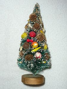 Vintage-DECORATED-BOTTLE-BRUSH-TREE-9-034-Marked-JAPAN-Wood-Base-FRUIT-PINE-CONES