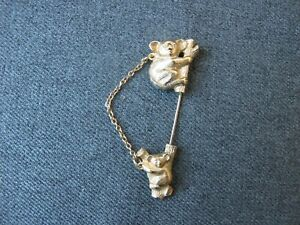 Vintage-signed-Avon-Koala-Mom-amp-baby-golden-metal-chained-stick-pin-7h