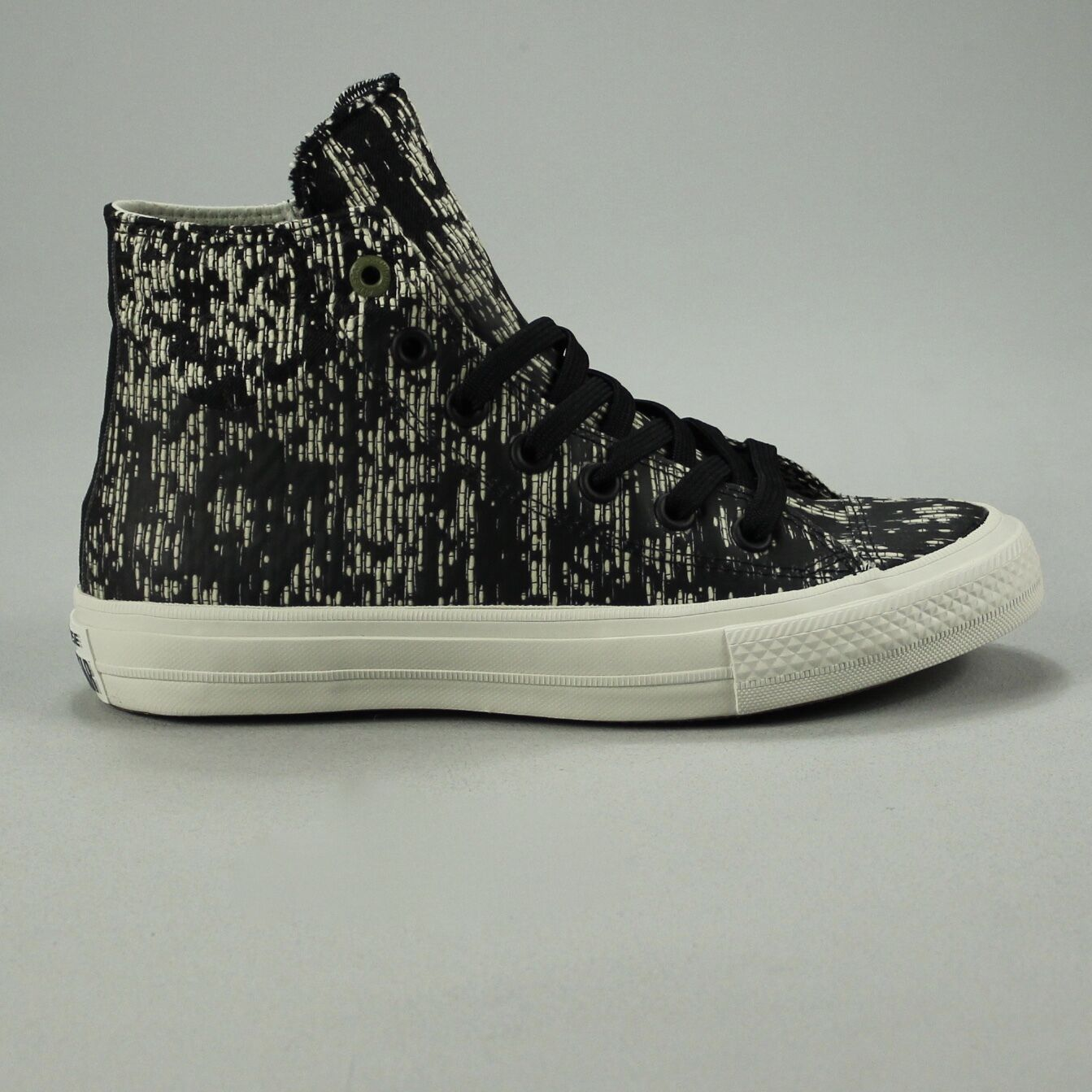 Converse Chuck Taylor II  Hi Size Trainers New in box Size Hi UK size 4,5,6,7,8,9. b2c850
