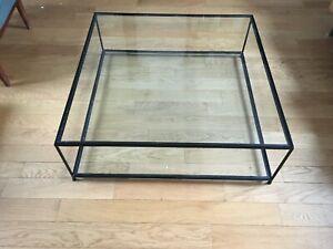 Table basse carrée de salon cadre en métal noir et 2 plateaux verre transparent