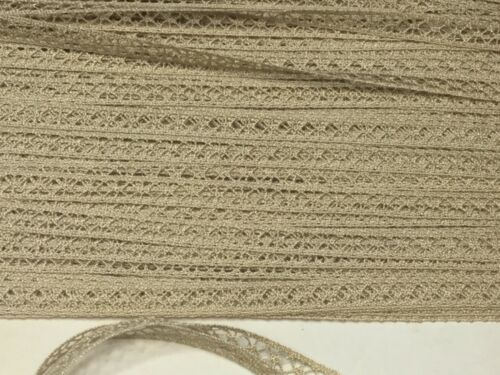 Dentelle entre deux ancienne c 1950 vendue au mètre French Vintage lace.