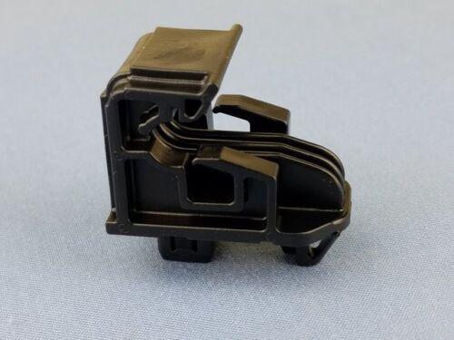 Genuine Nissan Headlamp Assembly Clip 26398-4Z000