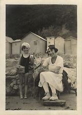 PHOTO ANCIENNE - VINTAGE SNAPSHOT - ENFANT CARTERET CABINE PLAGE PÊCHE MODE 1933