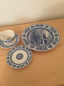 Wedgwood-Yale-University-Blue-4-Pc-Setting-Dinner-Bread-Plate-Cup-Saucer