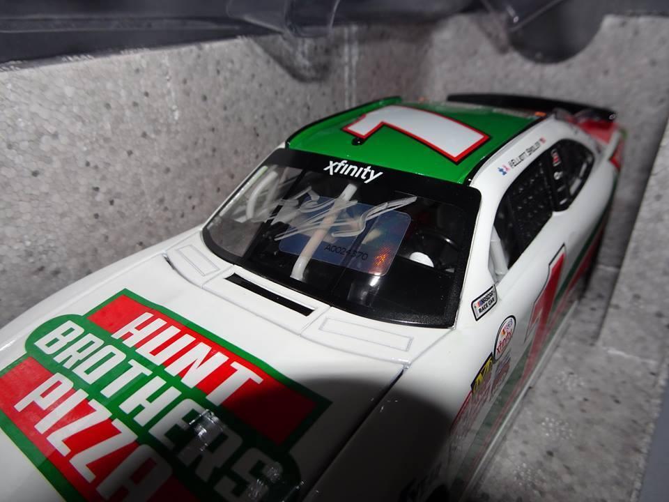 NASCAR ELLIOTT SADLER 1 HUNT BredHERS PIZZA AUTOGRAPHED 1 OF 505 2017