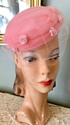 VINTAGE 1950's PINK TULLE PILLBOX HAT W/ PINK FLOW
