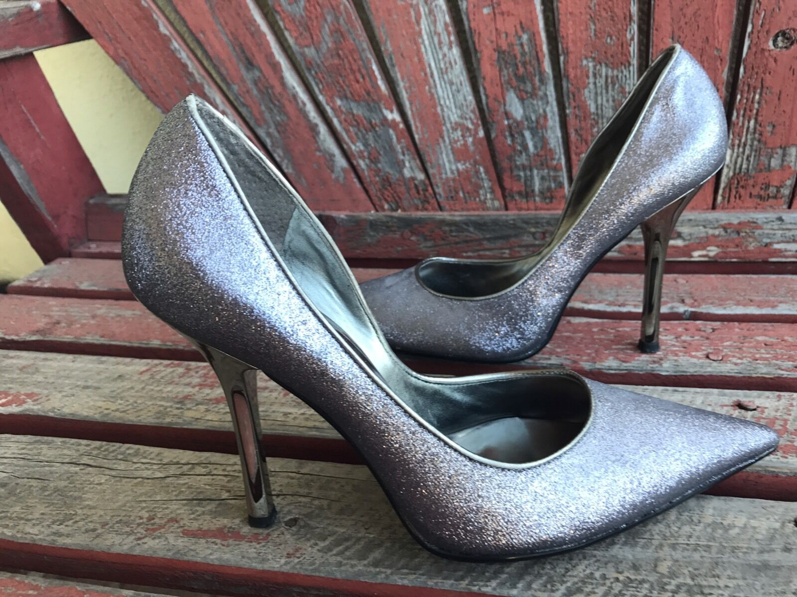SiLvER SPaRkLe New Sz 9 Pointy Toe CARRIE Stiletto Heel PUMP GuESS HolidaY