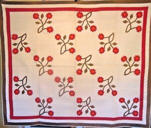 EARLY-MUSEUM-RED-AND-GREEN-ANTIQUE-APPLIQUE-QUILT