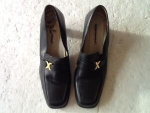 HUSH-PUPPIES-CHIC-SLIP-ON-SHOES-SIZE-5-5-BLACK-LEATHER-SQUARE-TOES-2in-HEEL-VGC