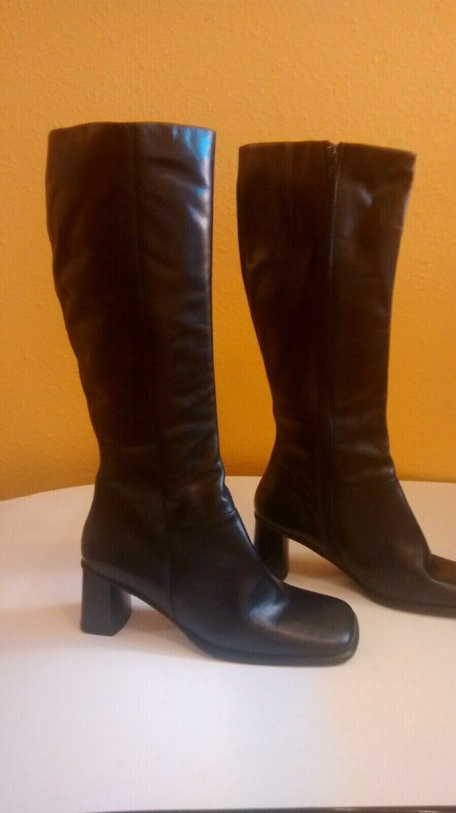 Womens Leather Boots   Size 8 .Knee  . Made in . New .