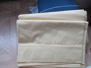Vintage-Wamsutta-double-full-flat-sheet-yellow-NEW-50-cotton-50-polyester