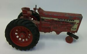 International-Harvester-IH-806-Farmall-Tractor-Estate-Toy